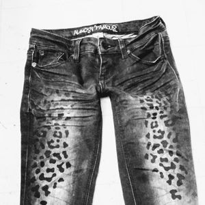Almost Famous black cheetah ankle jeans Size 0